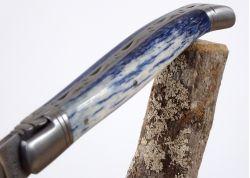 Couteau Laguiole avec lame Damas Inox et son Manche en Os de Girafe teinté bleu