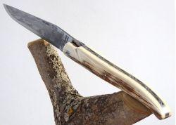 Couteau Laguiole avec lame Damas forgée artisanale et son manche en Croute d'Ivoire Fossile de Mammouth